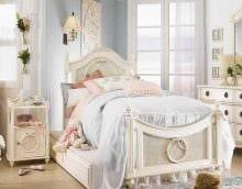 идея светлого интерьера спальной комнаты для девочки в современном стиле фото