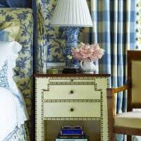 идея использования яркого голубого цвета в стиле комнаты фото