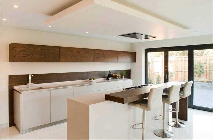 вариант применения яркого дизайна кухни