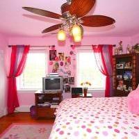 вариант использования розового цвета в красивом декоре квартире картинка