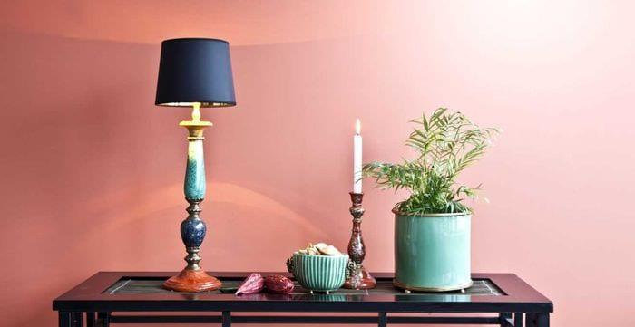 пример использования розового цвета в ярком дизайне комнате