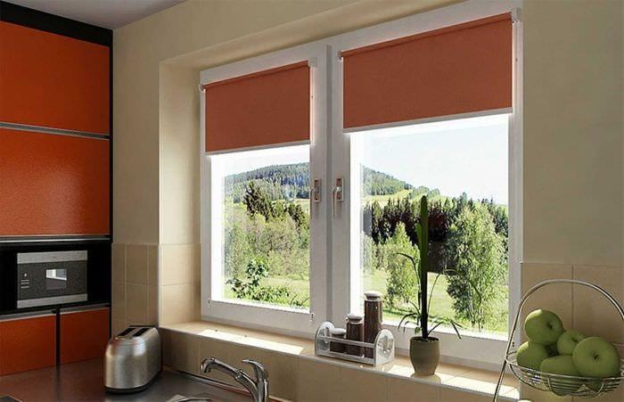 вариант использования современных штор в светлом интерьере комнате