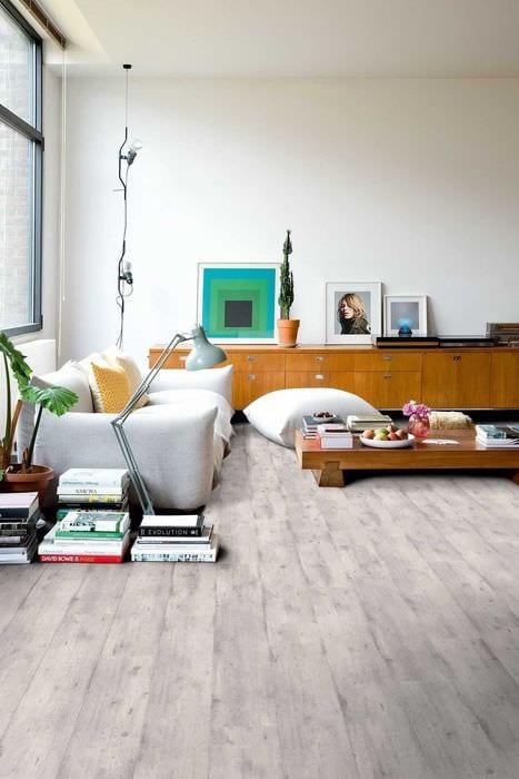 идея применения светлого ламината в необычном дизайне дома