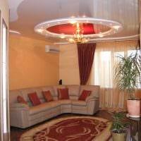 идея использования светового дизайна в ярком интерьере квартиры фото