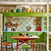 идея использования зеленого цвета в необычном дизайне комнаты фото