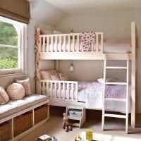 вариант необычного декора детской комнаты для двоих девочек картинка