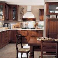 вариант яркого интерьера квартиры в романском стиле фото