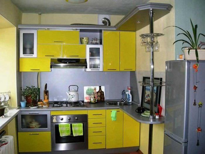 вариант необычного интерьера кухни 8 кв.м