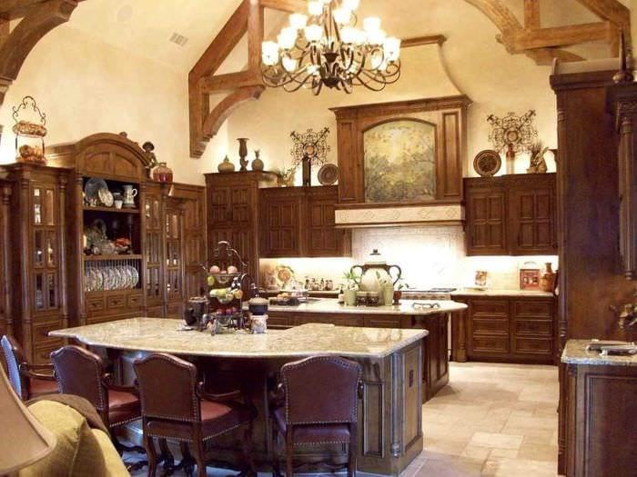 идея яркого стиля квартиры в романском стиле