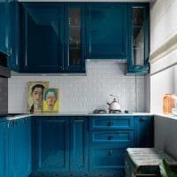 идея светлого сочетания цвета в декоре современной комнаты фото