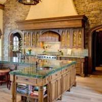 вариант красивого декора дома в романском стиле картинка