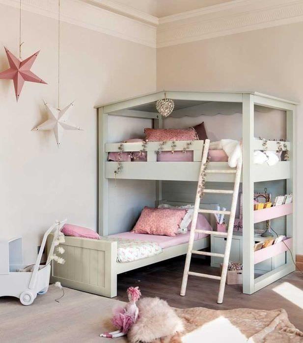 вариант светлого интерьера детской комнаты для двоих девочек
