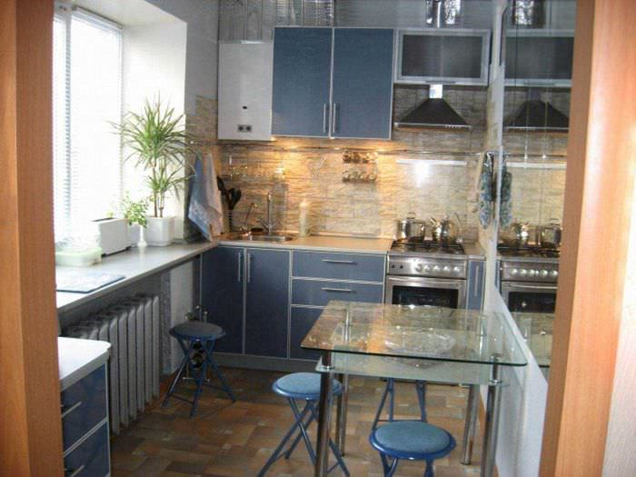 вариант светлого интерьера двухкомнатной квартиры