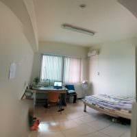 идея необычного дизайна небольшой комнаты в общежитии фото
