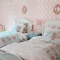 пример яркого стиля детской комнаты для двоих девочек фото