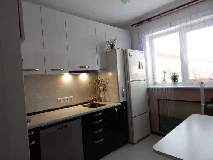 идея светлого интерьера кухни 9 кв.м