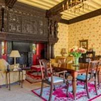 идея необычного дизайна дома в романском стиле картинка