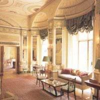 вариант красивого стиля квартиры в романском стиле фото
