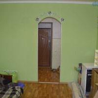 вариант светлого интерьера небольшой комнаты в общежитии фото