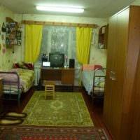идея необычного дизайна маленькой комнаты в общежитии картинка