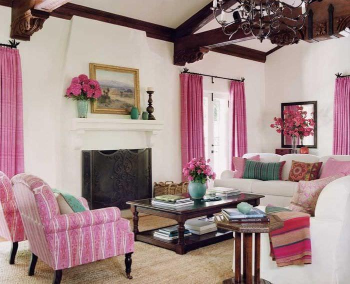 вариант применения розового цвета в светлом интерьере квартире