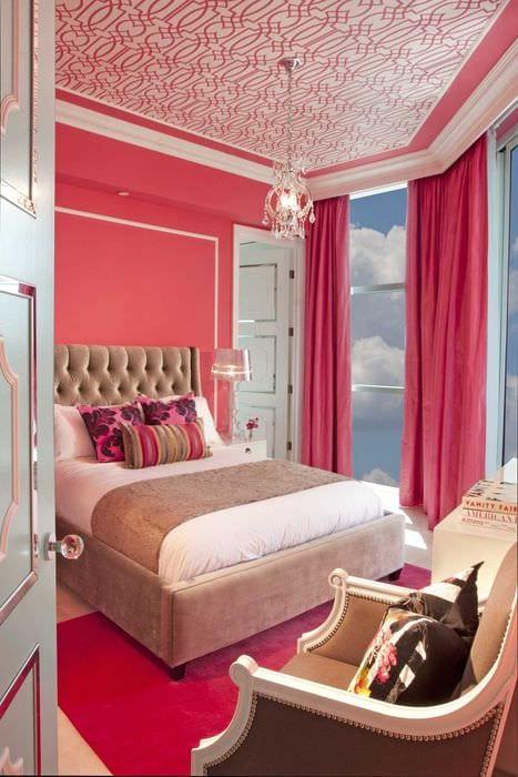 идея использования розового цвета в красивом интерьере комнате