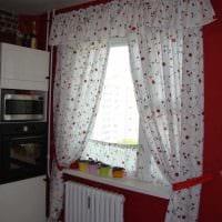 идея применения современных штор в ярком интерьере комнате картинка
