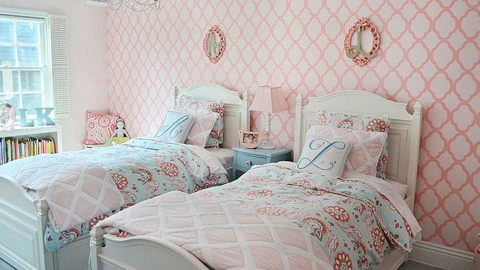 пример необычного интерьера детской комнаты для двоих девочек