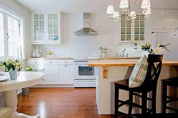 вариант применения красивого интерьера комнаты в стиле ретро