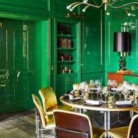 пример использования зеленого цвета в ярком декоре комнаты фото