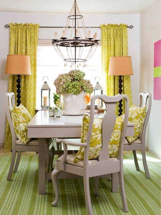 вариант использования зеленого цвета в ярком декоре комнаты