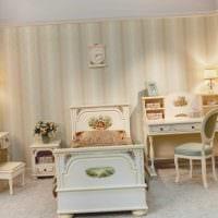 вариант светлого декора детской комнаты для двоих девочек фото