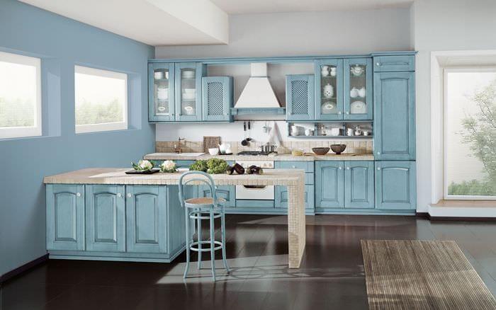 вариант использования необычного голубого цвета в стиле дома
