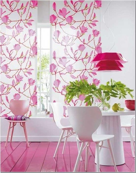 вариант использования розового цвета в необычном интерьере комнате