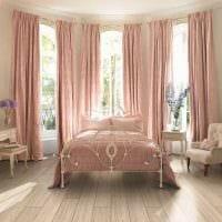 идея применения розового цвета в красивом декоре квартире фото