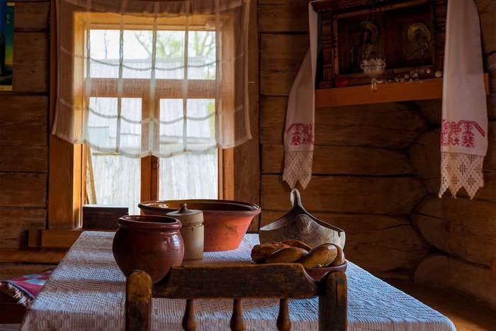 идея использования русского стиля в красивом интерьере комнате