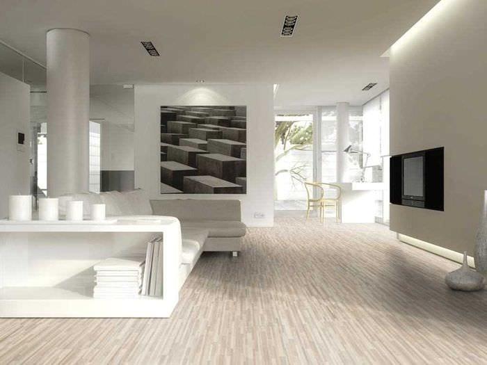 идея применения светлого ламината в ярком стиле дома