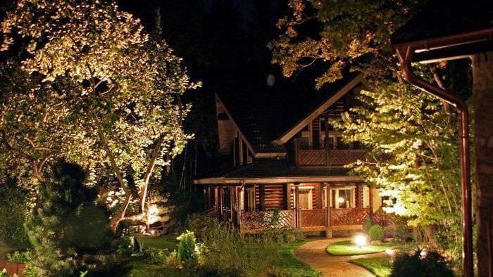 идея применения светового дизайна в красивом интерьере квартиры