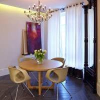 вариант применения светового дизайна в ярком интерьере квартиры картинка