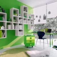 пример применения зеленого цвета в необычном дизайне квартиры картинка