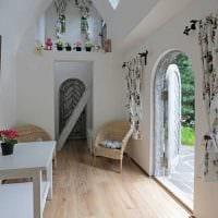 вариант яркого интерьера небольшой комнаты в общежитии фото