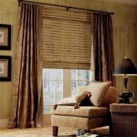 вариант светлого стиля спальни с римскими шторами фото