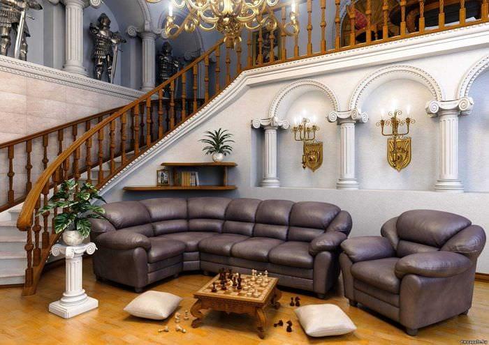 вариант красивого интерьера дома в романском стиле
