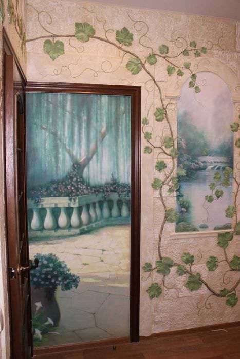 вариант необычного дизайна квартиры с росписью стен