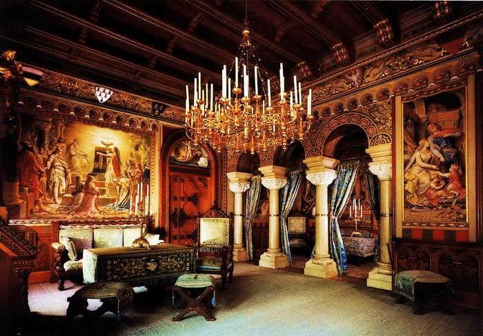 вариант необычного интерьера квартиры в романском стиле