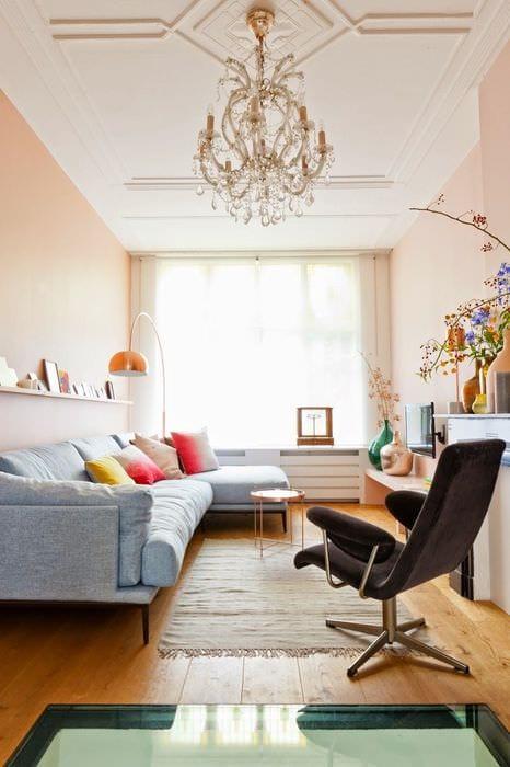вариант необычного интерьера маленькой комнаты