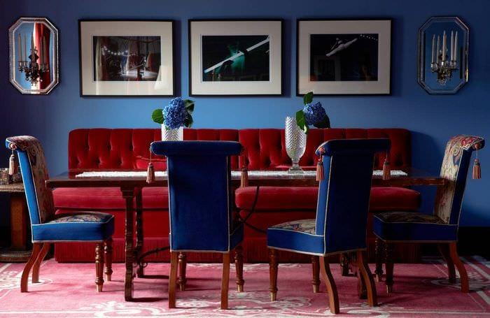 вариант использования яркого голубого цвета в дизайне квартиры