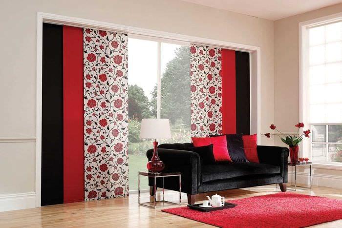 вариант применения современных штор в светлом интерьере комнате