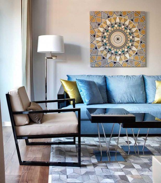 идея использования необычного голубого цвета в стиле комнаты