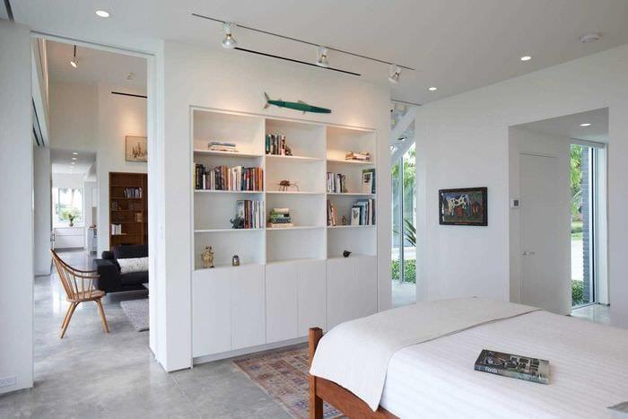 вариант светлого дизайна двухкомнатной квартиры